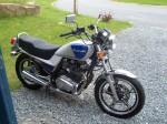Suzuki GR650 - white and blue